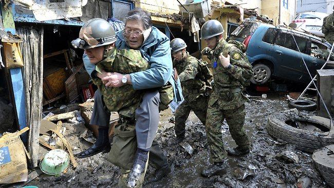 370372-110612-tsunami-rescue